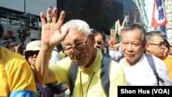 香港荣机主教陈日君参加4.28 反逃犯条例大游行 (美国之音记者申华拍摄)