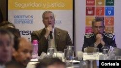 """El ministro de gobernación guatemalteco, Enrique Degenhart, señaló que todavía no han aceptado, pero que están evaluando una manera que """"sea favorable para ambos países""""."""