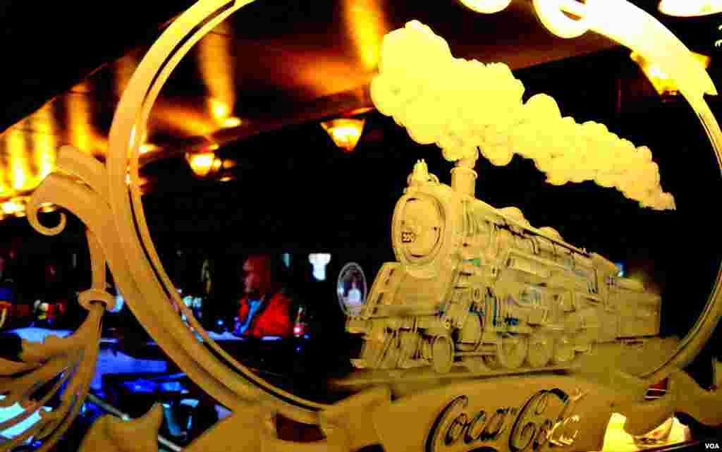 В зеркале вагона первого класса