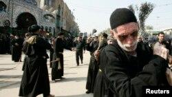 Шиїїтські паломники беруть участь у відзначенні Ашури