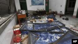 지난달 30일 중국 광시자치구 류저우 시 남서부에서 폭탄 테러가 발생한 후 폐허가 된 가택 내부.