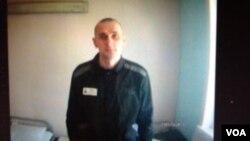 辛佐夫在監獄中。