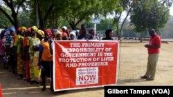 "Le groupe ""Bring Back our Girls"" lors d'unemarchede protestation à Abuja, le 20 janvier 2019. (VOA/Gilbert Tampa)"