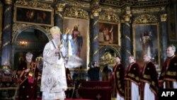 Srpski patrijarh Irinej služi svetu Bozicnu liturgiju u Sabornoj crkvi u Beogradu, u prisusutvu mnogobrojnih gradjana i državnih zvaničnika.