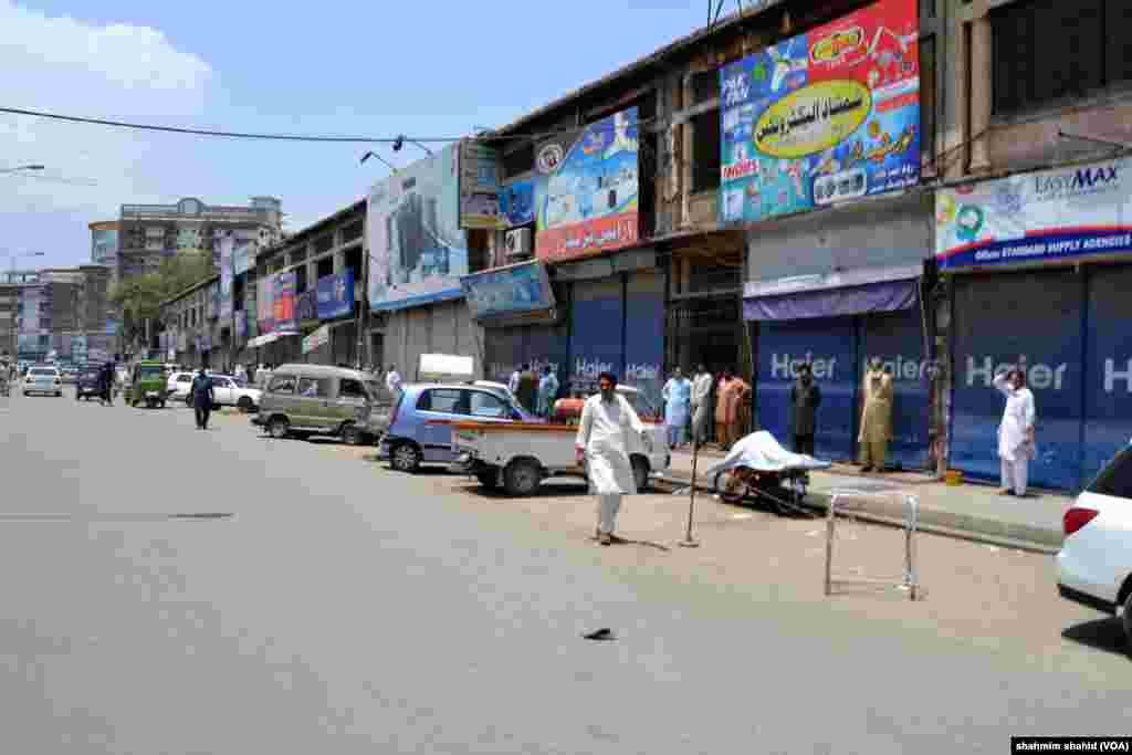 مختلف شہروں میں دوکانیں اور کاروباری مراکز جزوی طور پر بند رہے۔