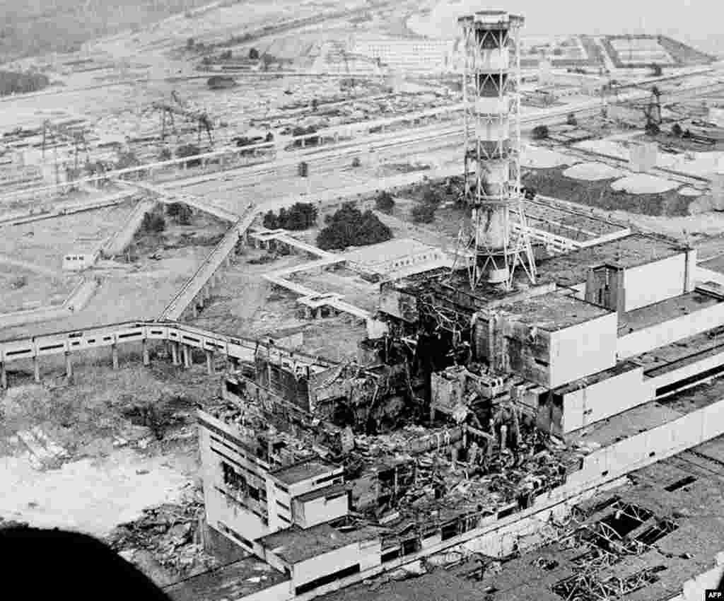 Фотография Чернобыльской АЭС, сделанная через два дня после взрыва, апрель 1986г.