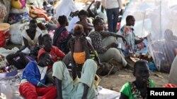 Para pengungsi Sudan Selatan menghindari kekerasan dengan berlindung di markas misi PBB (UNMISS) di ibukota Juba.