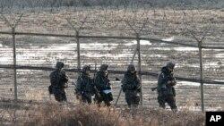 Vojnici južnokorejske armije na granici 11. mart, 2013.