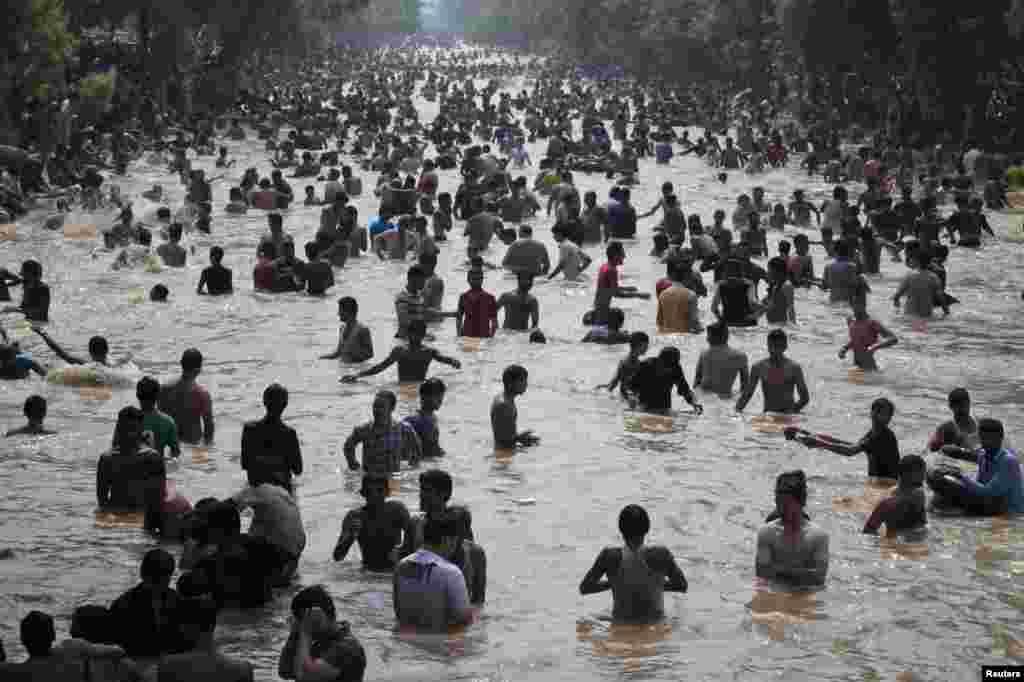 ماہرین کا کہنا ہے کہ ماحول میں کاربن ڈائی اکسائڈ کی شرح تیزی سے بڑھ رہی ہے جس سے درجہ حرارت میں 2 ڈگری سینٹی گریڈ تک اضافے کا خطرہ ہے۔