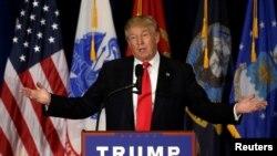 Kandidat presiden Partai Republik Donald Trump berpidato di Virginia Beach, Virginia (11/7). (Reuters/Gary Cameron)