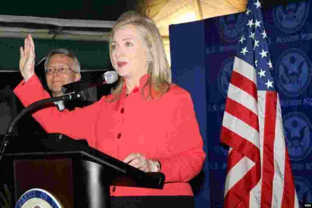 Sakatariyar harkokin wajen Amurka, Hillary Clinton, tana ganawa da shugaba Goodluck Jonathan na Najeriya a fadar shugaban a Abuja, alhamis, 9 Agusta 2012.
