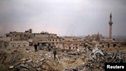 حلب، دسمبر ١٧: د یاغیانو څخه په نیول شوي سیمه کې د بشارالاسد سرتیري د کارلټن پنځه ستوري هوټل په کنډواله ولاړ دي.