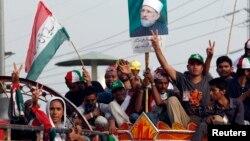 Những người ủng hộ phe đối lập bắt đầu cuộc tuần hành từ thành phố Lahore về hướng thủ đô, 14/8/14