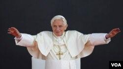 El papa Benedicto XVI dirigió un mensaje a la niñez mexicana, pero eludió hablar de las víctimas de pederastia por parte del padre Marcial Maciel.