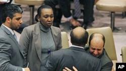 利比亚驻联合国正副大使相拥而泣