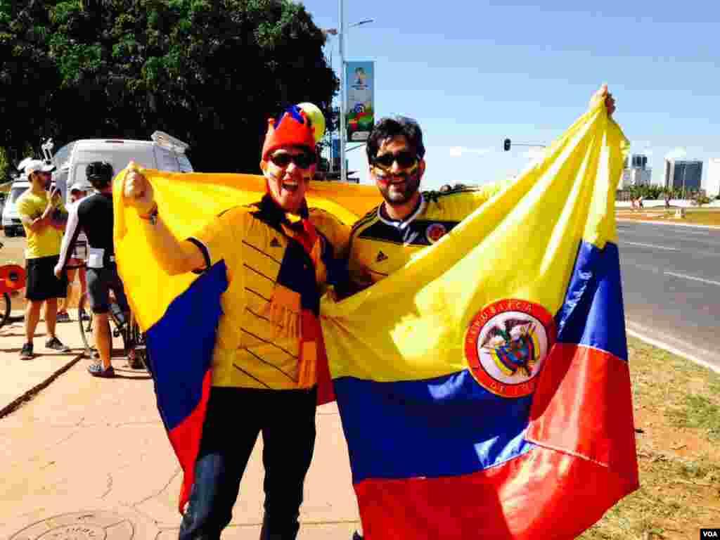 Colombian fans in Brasilia, June 19, 2014. (Nicolas Pinault/VOA)
