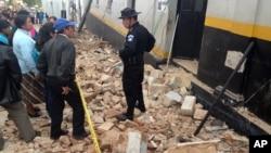 7일 7.4 규모의 강진으로 피해를 입은 산 마르코스 지역 주민들.