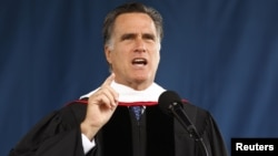 En el discurso de graduación de los estudiantes de Liberty, Romney recibió el respaldo de los conservadores.
