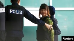 말레이시아에서 김정남 암살 혐의로 재판을 받고 있는 베트남인 도안 티 흐엉이 9일 법정에 출두하고 있다.