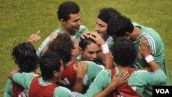 México ha sufrido numerosas derrotas en tiempos recientes contra Estados Unidos, pero nunca en el estadio Azteca, del Distrito Federal.