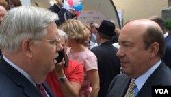 Посол США в России Джон Теффт и бывший министр иностранных дел России Игорь Иванов