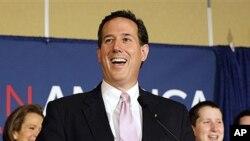 13일 공화당 앨라배마 예비선거 승리가 확정된 후 지지자들과 기쁨을 나누는 릭 샌토럼 후보.