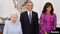 Королева Єлисавета з Бараком Обамою і першою леді у Віндзорському палаці
