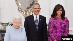 ბარაკ და მიშელ ობამები დედოფალთან ერთად