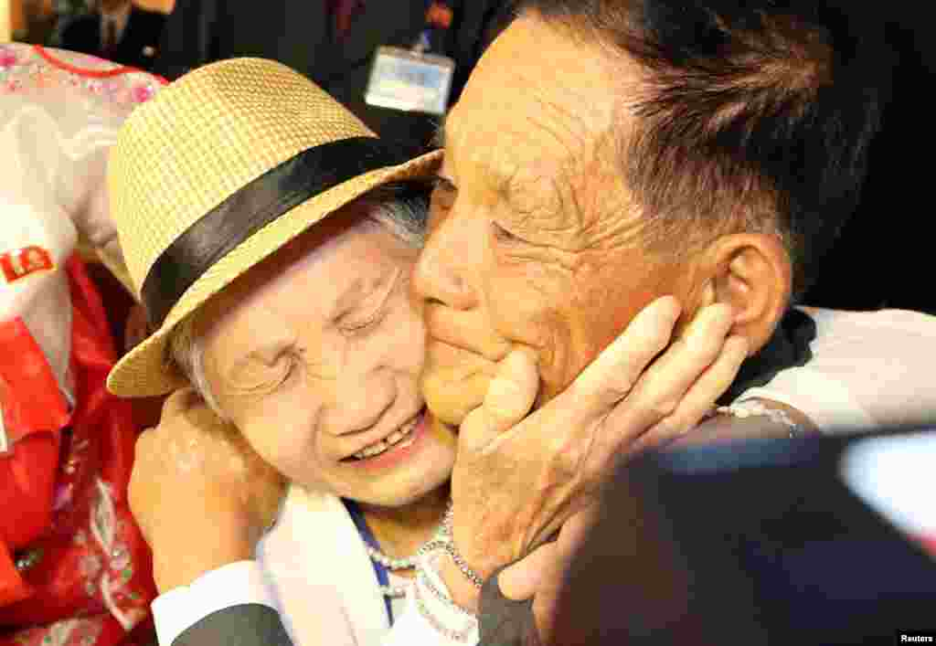 North and South Korean family members meet during a reunion at North Korea's Mount Kumgang resort, near the demilitarized zone (DMZ) separating the two Koreas, North Korea.
