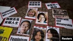 Ảnh của các nhà hoạt động nữ quyền được trưng lên trong cuộc biểu tình ở Hong Kong kêu gọi trả tự do cho họ 11/4/15