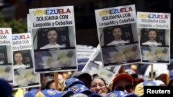 El líder de la oposición Leopoldo López, quien está preso en la cárcel de Ramo Verde, continuará con la huelga de hambre, según dijo su esposa Lilian Tintori.