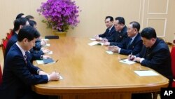 In this photo provided by South Korea Presidential Blue House via Yonhap News Agency, Kim Yong Chol, vice chairman of North Korea's ruling Workers' Party Central Committee, second from right, talks with South Korean delegation in Pyongyang, North Korea, March 5, 2018.