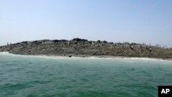 Hòn đảo mới xuất hiện ngoài khơi bờ biển thành phố Gwadar trong vùng biển Ả Rập sau trận động đất 7,7 độ xảy ra ở khu vực hẻo lánh Awaran thuộc tỉnh Baluchistan ở Pakistan.