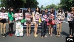 Para waria di Indonesia berkampanye meningkatkan kesadaran HIV dalam peringatan Hari AIDS Sedunia 2012. (Foto: Dok)