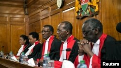 Bamwe mu bagize urukiko rw'ikirenga muri Kenya