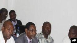 Mbunge wa Wawi Zanzibar Hamad Rashid Mohamed (katikati),akiwa na wanachama wenzake katika kikao cha Baraza Kuu la Chama Cha Wananchi (CUF)mjini Zanzibar