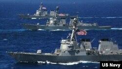 Tàu USS McCampbell (DDG 85), USS Lassen (DDG 82) và USS Shoup (DDG 86) của Mỹ trong một cuộc tập trận (Ảnh tư liệu).