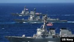 三艘美国驱逐舰2006年6月在太平洋演习(资料照)