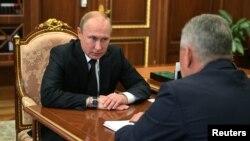 Зустріч президента Росії Володимира Путіна із міністром оборони РФ Шойгу