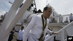 菲律賓總統阿基諾8月23日登上德爾畢拉爾號軍艦