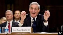 19일 미국 의회에서 열린 청문회에서 미 연방수사국(FBI) 로버트 뮬러 국장이 발언하고 있다.