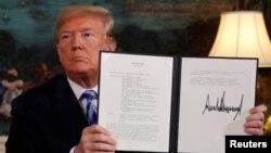 صدر ٹرمپ نے ایران کے ساتھ معاہدے سے نکل جانے سے متعلق صدارتی حکم نامے پر دستخط کر دئے