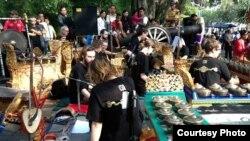 Pementasan kelompok Gamelan Padhang Moncar di Solo tahun 2013 (Dok: Budi S. Putra)