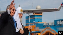 Cuban President Raul Castro walks with Russian Orthodox Patriarch Kirill at Jose Marti International Airport in Havana, Cuba, Feb. 11, 2016.