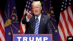 Ứng cử viên tổng thống của đảng Cộng hòa Donald Trump phát biểu trong một cuộc vận động tranh cử tại Evansville, Indiana.