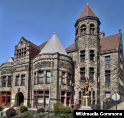 미국 펜실베이니아 주 브래독에 1888년에 세워진 카네디 공공 도서관.