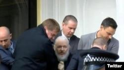 Hapšenje Džulijana Asanža u ekvadorskoj ambasadi u Londonu