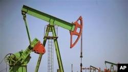 An oil well pump operates in Brisas Del Mar, Cuba (File)