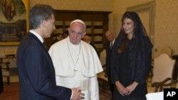Le pape François reçoit le président argentin, Mauricio Macri, accompagné de sa troisième épouse, Juliana Awada, au Vatican, 27 février 2016.