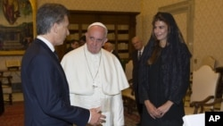 El presidente Mauricio Macri y su esposa Juliana fueron recibidos por el papa Francisco en febrero de 2016.